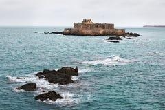 Fortu obywatel przy świętym Malo przy przypływem zdjęcia royalty free