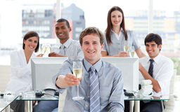 Fortunate business team drinking champagne Royalty Free Stock Photos
