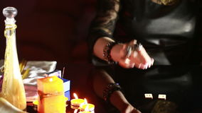 fortuneteller divinazione dalle rune stock footage