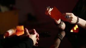 fortuneteller divinazione dalle rune video d archivio