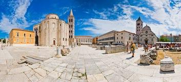 Forum avec l'église de la rue Donat dans Zadar Images stock