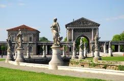 Forum Boarium widzieć z zewnątrz wyspy Memmia w Prato della Valle w Padua w Veneto (Włochy) Zdjęcie Stock