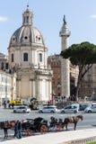 Forum di Traiano con la colonna del ` s di Traiano e la chiesa di Loret, Roma, AIS fotografie stock libere da diritti