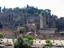 Forum, hart van oud Rome Zie de tempel van bever en Pollux stock fotografie