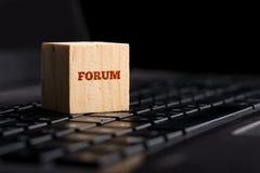 Forum, mededeling en online steunconcept Stock Foto