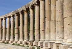 Forum (plaza ovale) dans Gerasa (Jerash), Jordanie. Image libre de droits