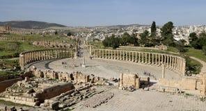 Forum (plaza ovale) dans Gerasa (Jerash), Jordanie Photographie stock libre de droits