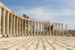 Forum (plaza ovale) dans Gerasa (Jerash), Jordanie Photos stock
