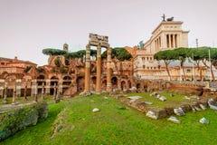 Forum romain à Rome, Italie Forum de Rome au jour d'été dedans tôt Photo libre de droits