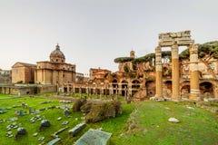 Forum romain à Rome, Italie Forum de Rome au jour d'été dedans tôt Photos libres de droits