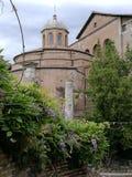 Forum romain di Roma della chiesa immagini stock