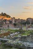 Forum Romanum på skymning Royaltyfria Bilder