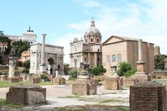 Forum Romanum. With White marble arch - Arco di Settimio Severo, Colonna di Foca - Column of Phocas, Curia lulia and Chiesa dei Santi Luca e Martina behind in Stock Photo