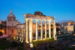 Forum - romaren f?rd?rvar i Rome, Italien royaltyfri foto