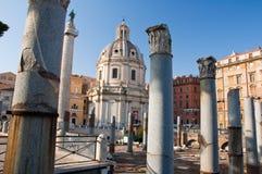 Forumet av Trajan och detaljen av Trajan'sens marknad. Rome Italien. arkivfoton