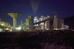 Concrete plant by night Royalty Free Stock Photos
