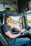 Forwarder lub kierowca ciężarówki w kierowca nakrętce Zdjęcie Royalty Free