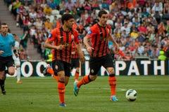 Forwards Mkhitaryan Henrikh und Taison des Fußballs schlagen Shakhtar mit einer Keule Stockbild