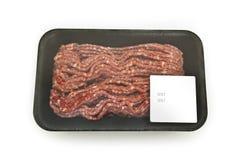 Forzi la carne in un pacchetto con un autoadesivo Fotografia Stock Libera da Diritti