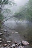 Foschia che aumenta sopra un fiume australiano ancora Immagini Stock
