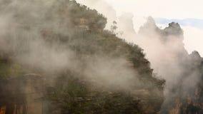 Foschia della montagna stock footage