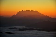 Foschia della montagna del cielo Immagini Stock