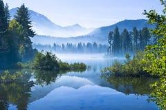 Foschia della montagna di mattina Fotografia Stock