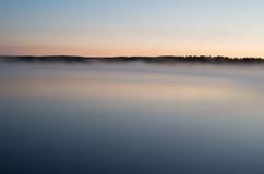 Foschia di alba sul fiume Immagine Stock Libera da Diritti