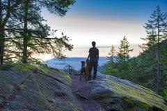 Foschia di mattina dalla cima di una montagna in Ladysmith, Vancouver immagine stock