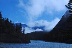 Foschia di mattina fra le montagne Fotografia Stock Libera da Diritti