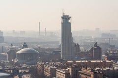 Foschia di mattina sopra la città Immagine Stock Libera da Diritti