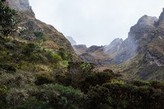 Foschia nelle montagne a Machu Picchu Immagini Stock Libere da Diritti