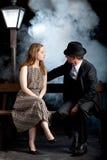 Foschia noir della nebbia del banco della lanterna della via delle coppie del film Fotografie Stock