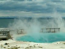 Foschia a partire dalla sorgente di acqua calda davanti al lago Yellowstone Immagine Stock Libera da Diritti