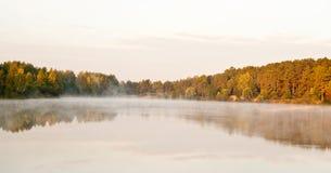 Foschia sul lago Fotografie Stock