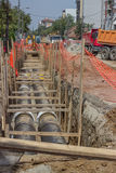 Fossé de creusement pour des caloducs Photographie stock