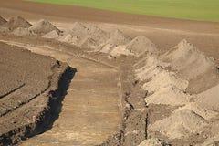 Fossé digged sur une terre Photographie stock libre de droits
