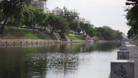 Fossé près de la ville de Xi'an banque de vidéos