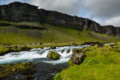 Fossalar在Vatnajokull国家公园附近的河瀑布Rin的 库存照片