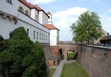 Fossato intorno al castello Spilberk fotografie stock