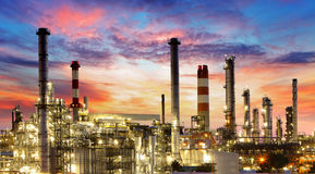 Fossila bränslenbransch - raffinaderi, fabrik, petrokemisk växt Fotografering för Bildbyråer
