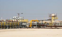 Fossila bränslenrörledning i öknen Royaltyfri Bild