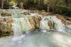Fosso比安科温泉城在Bagni圣菲利波 免版税库存图片