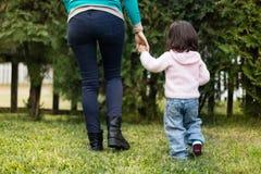 Fostra med henne dottern Royaltyfria Bilder