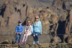 Fostra och barn fotografering för bildbyråer