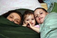 Fostra och barn Royaltyfria Bilder