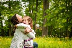 Fostra och barnet - lycklig tid royaltyfria foton