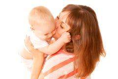 Fostra och behandla som ett barn att kyssa. Royaltyfri Foto