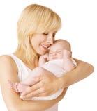 Fostra och behandla som ett barn, den lyckliga kvinnan som sover den nyfödda ungen, barnsömn Royaltyfri Bild