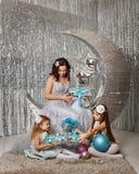Fostra och döttrar glada cristmas Royaltyfri Foto